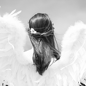 angel-black-white